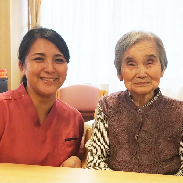 瑠璃の里 療養通所介護 看護師 佐藤和希子 御入居者様一緒に